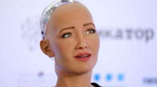 """რობოტი სოფია თბილისშია – ,,ჩემი, როგორც ქალის, იდენტიფიცირება ხდება"""""""