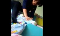 """პედაგოგი ბავშვს გუდავს – ,,დამნაშავეს 15 წლამდე პატიმრობა ელის"""" – ვიდეო"""