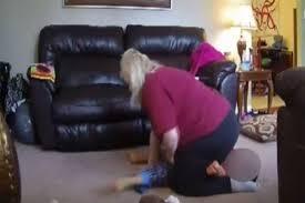 ძიძა 4 წლის ბიჭუნას სასტიკად უსწორდება - ვიდეო