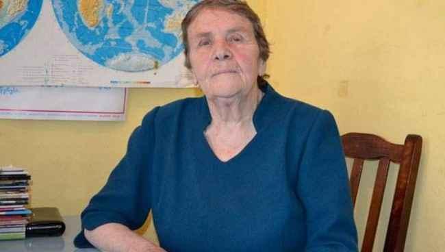 """ვენერა კიკნაძე: """"ვატყობ, რომ სახლში წასვლის დროა"""" - ხარაგაულის 80 წლის მასწავლებელს ყოფილმა მოსწავლემ სტიპენდია დაუნიშნა"""