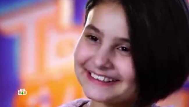 ქართველმა გოგონამ გარდაცვლილ მშობლებს უმღერა - საოცრად ემოციური ვიდეო