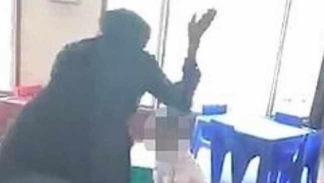 დააკავეს ბაღის მასწავლებელი, რომელიც 5 წლის გოგოს სასტიკად სცემდა - ვიდეო