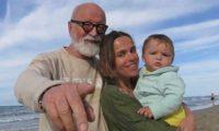 """80 წლის ირაკლი კვირიკაძე 6 წლის შვილთან ერთად საქართველოში ბრუნდება – ,,ჩემი ახალგაზრდა ცოლი ღმერთმა გამომიგზავნა"""" – ოჯახური ფოტოები"""