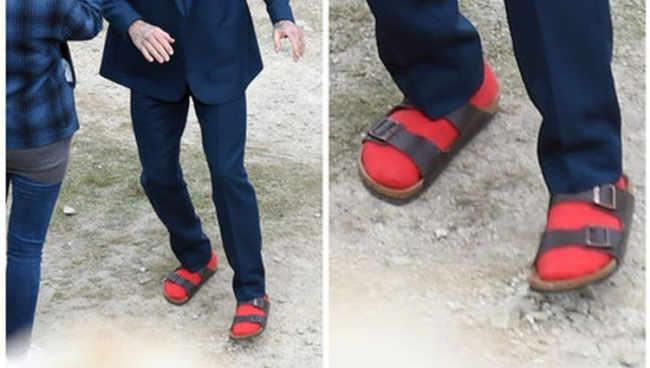 დევით ბექჰემის ახალი სტილი - სანდლები და წითელი წინდები