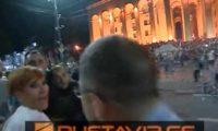 როგორ იცავს დიკო ჯოჯუა პოლიციელს აქციის დარბევის ღამეს – ვიდეო