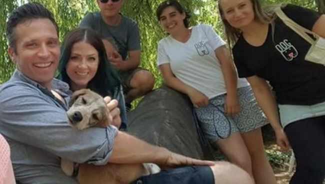 გორელი ძაღლი ჰოლივუდში გადასახლდა - მისი ახალი მეპატრონეები ცნობილი მსახიობები არიან