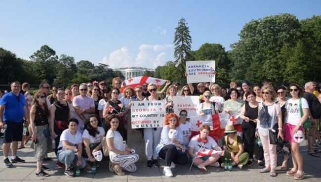 ამერიკაში მცხოვრებმა ქართველებმა თეთრ სახლთან რუსული ოკუპაცია გააპროტესტეს