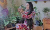 ქუთაისელი სალომე ასათიანი გაჭირვებულთა დასახმარებლად ყვავილებს ყიდის