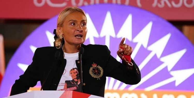 """ნანუკა ჟორჟოლიანი: ,,ვანში კალოშები დაარიგეს"""""""