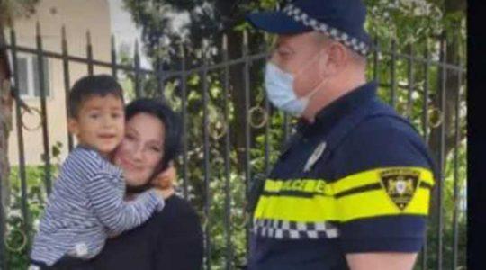 დაკარგული 3 წლის ბავშვი პატრულმა იპოვა და დედას დაუბრუნა