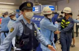 ბედნიერი ქალების დანახვამ გააღიზიანა და მათ დანით დაერია - რა მოხდა იაპონიაში